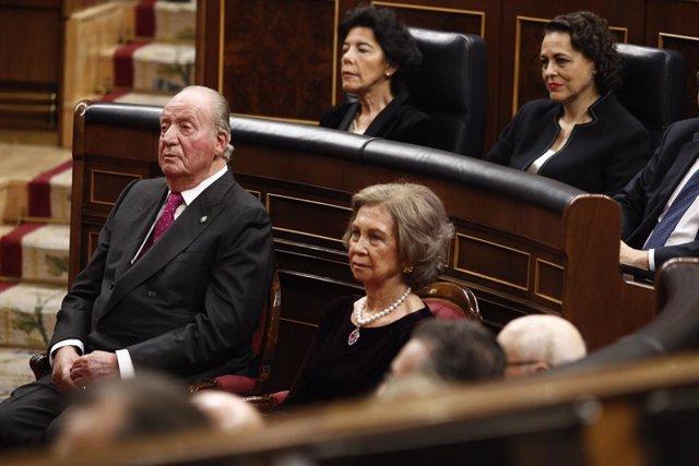Los reyes eméritos don Juan Carlos y doña Sofía en el acto conmemorativo del 40º aniversario de la Constitución de 1978.
