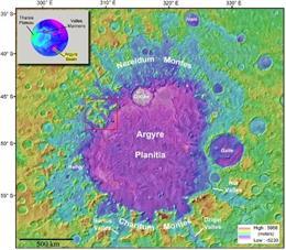 Vista regional de la cuenca de Argyre en Marte. Este estudio se centra en el mapeo de los VFF dentro de una subregión de Nereidum Montes en el noroeste de Argyre (recuadro rojo).