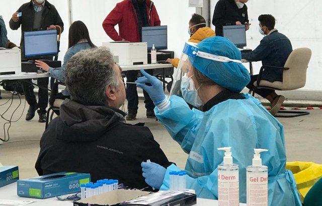 Nota, Audio (De Enrique Ruiz Escudero) Y Fotografías: La Comunidad De Madrid Amplía Los Test De Antígenos A Zonas Básicas De Salud Sin Restricciones