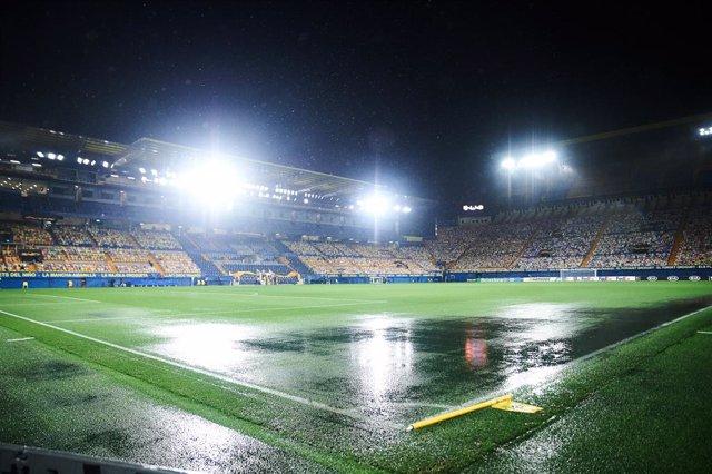 A general view of La Ceramica Stadium raining during the Uefa Europa League Group I mach between Villarreal and Maccabi Tel Aviv at Estadio de la Ceramica on November 5, 2020 in Vila-real, Spain