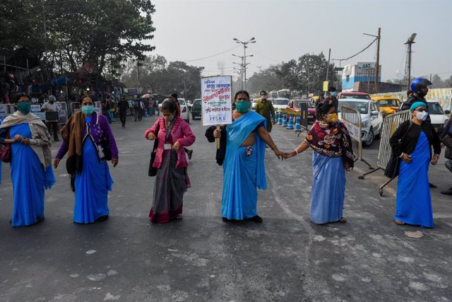 11 December 2020, India, Kolkata: Municipal health workers take part in a protest against non-payment of salaries of the front-line health workers who have been serving during the battle against coronavirus (COVID-19). Photo: Debarchan Chatterjee/ZUMA Wir