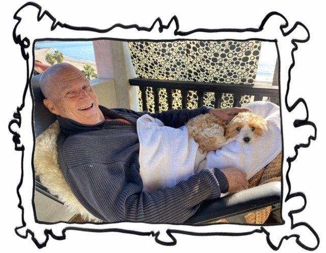 """Jeff Bridges reaparece rapado tras anunciar que padece cáncer: """"Me encuentro bien"""""""