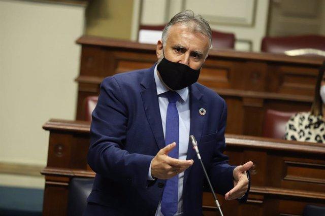 El presidente de Canarias, Ángel Víctor Torres, en la sesión de control del Parlamento