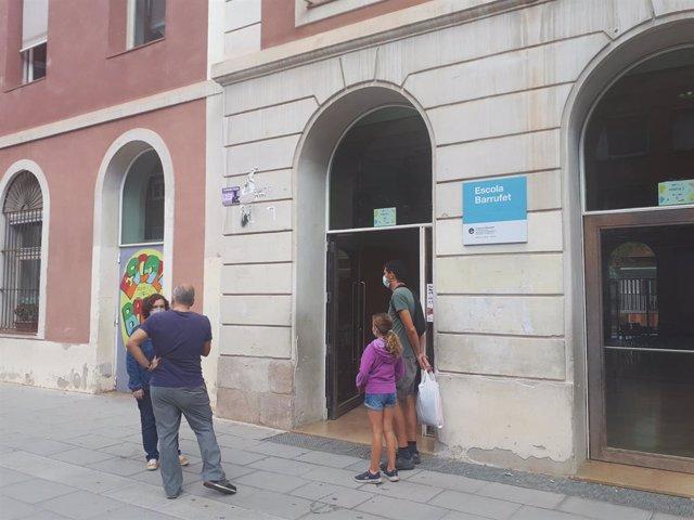 Exterior d'una escola de Barcelona.