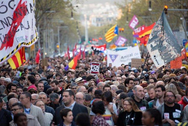 Manifestació contra Vox i el racisme a Barcelona.