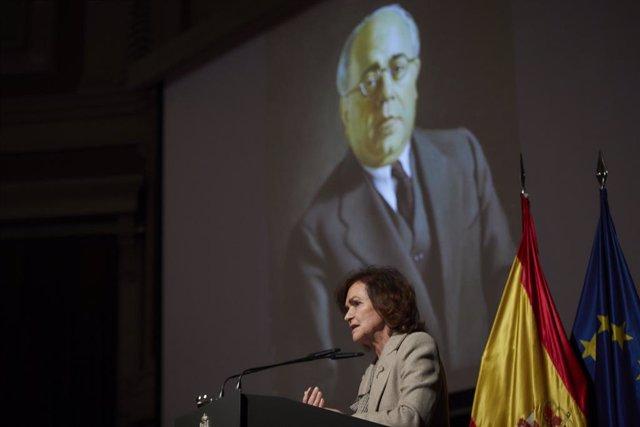 La vicepresidenta primera del Gobierno, Carmen Calvo, clausura un homenaje a Manuel Azaña en el Auditorio del Ateneo, en Madrid (España), a 30 de noviembre de 2020. Este evento forma parte de los múltiples actos que se celebrarán para recordar el 80 anive