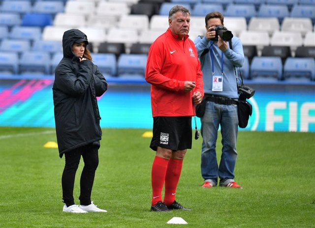 13 June 2019, England, London: Soccer Aid England Eleven co-managers British television presenter Susanna Reid (L) and English football manager Sam Allardyce take part in the Unicef media day at Stamford Bridge. Photo: Dominic Lipinski/PA Wire/dpa