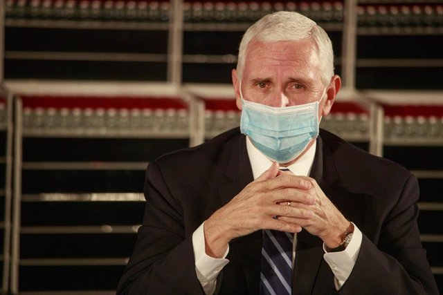 15 December 2020, US, Bloomington: US Vice President Mike Pence wearing a face mask speaks during a round table discussion at Catalent Biologics, where coronavirus (COVID-19) vaccine vials are being filled. Photo: Jeremy Hogan/SOPA Images via ZUMA Wire/dp