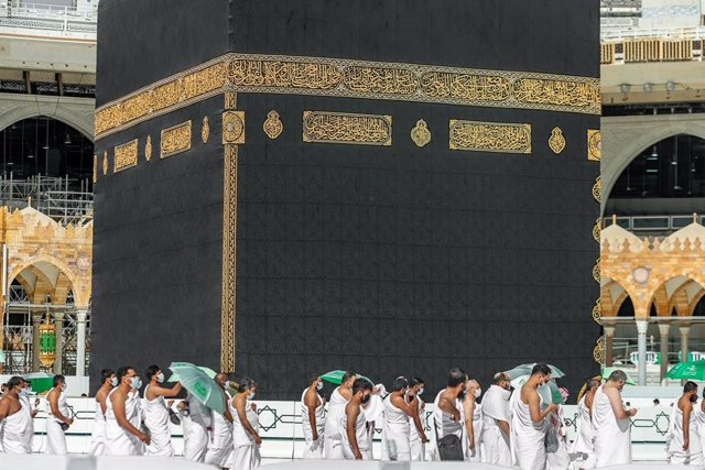 11 December 2020, Saudi Arabia, Mecca: Muslims pilgrimages keep a safe distance while circumambulating the Kaaba, during Friday prayers at the Grand Mosque of the holy city of Mecca. Photo: -/Saudi Press Agency/dpa