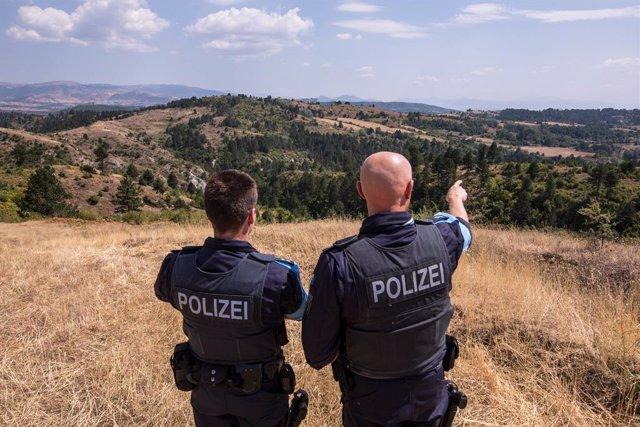 Agentes de la Policía de Albania en una imagen de archivo.