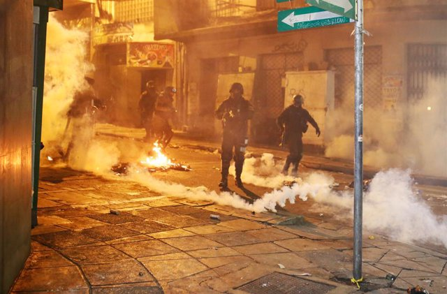 31 October 2019, Bolivia, La Paz: Police officers are standing in clouds of tear gas and smoke during clashes with demonstrators. Since the results of the presidential elections were announced, President Morales is confronted with accusations of manipulat