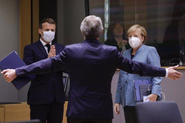 David Sassoli saluda a Macron y Merkel en la última cumbre comunitaria en Bruselas