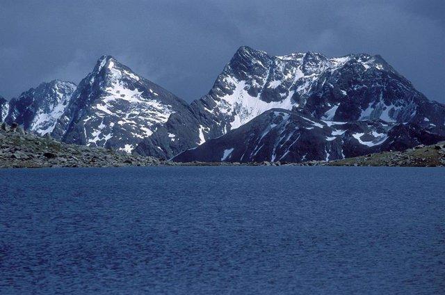 Cumbre del Weibseespitze en el Tirol austriaco