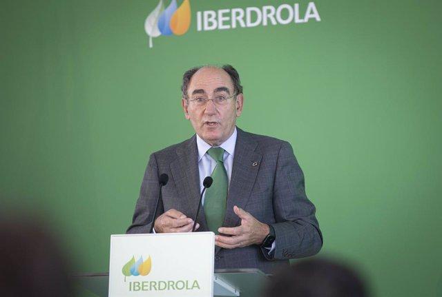 El presidente de Iberdrola, Ignacio Sánchez Galán, durante su intervención en la inauguración de la planta Andévalo de Iberdrola, primer proyecto fotovoltaico de la compañía en Andalucía. En Puebla de Guzmán (Huelva, Andalucía, España), a 30 de septiembre