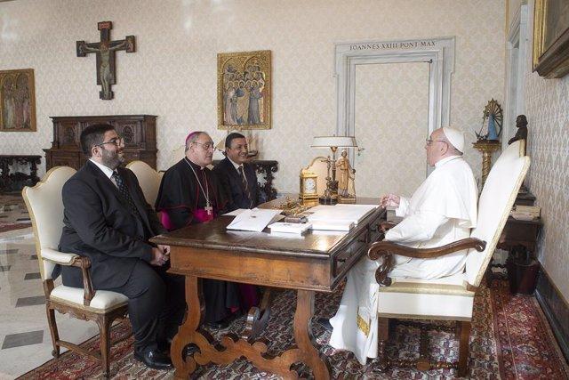 Recepción al obispo de Ávila por parte del Papa.