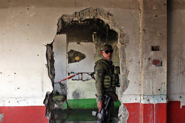Un soldado de Filipinas en la ciudad de Marawi