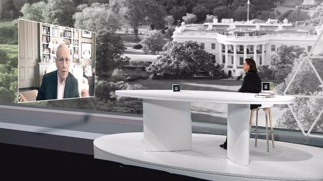 El periodista Bob Woodward en el Netcom 2020 de Dircom Catalunya junto a la presidenta de la entidad, María Luisa Martínez