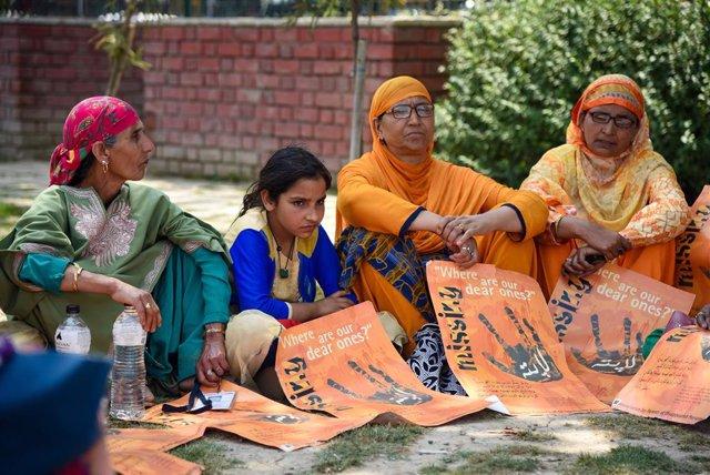 Protesta por la desaparición de personas en India.