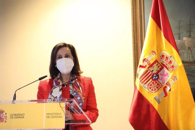 La ministra de Defensa, Margarita Robles durante el acto de imposición de  la medalla 'Balmis' a los altos mandos militares