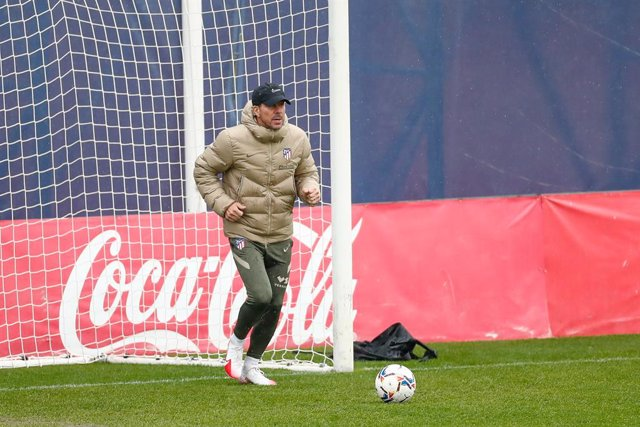 Diego Pablo Simeone, head coach of Atletico de Madrid, in action during the Atletico de Madrid training session at Ciudad Deportiva Wanda on november 27, 2020, in Majadahonda, Madrid, Spain