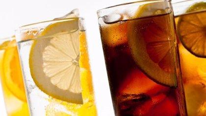 FIAB, UGT y CCOO piden al Gobierno el aplazamiento de la subida del IVA en bebidas azucaradas y edulcoradas