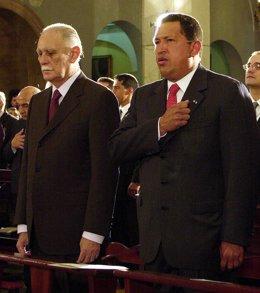 José Vicente Rangel y Hugo Chávez en una imagen de 2002