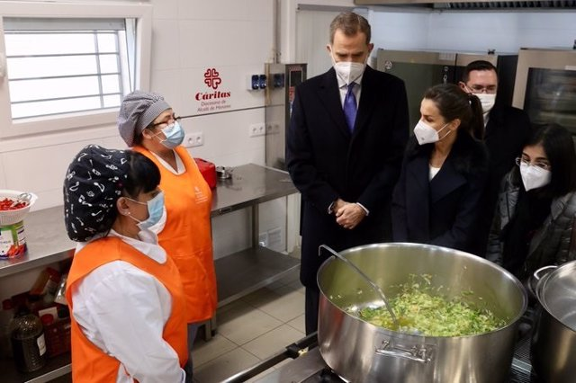 Los Reyes visita un centro gerontolígico de Cáritas en la Comunidad de Madrid