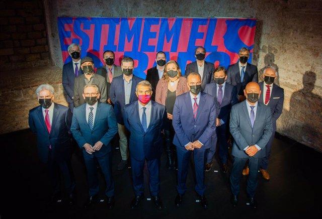 El precandidato a la presidencia del FC Barcelona Joan Laporta junto al equipo que le acompaña en 'Estimem el Barça' y que sería su Junta Directiva si gana las elecciones