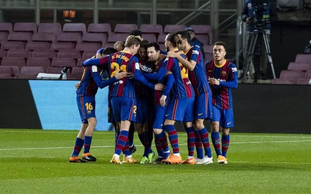 Celebración de los jugadores del FC Barcelona durante la victoria en el Camp Nou contra la Real Sociedad (2-1)
