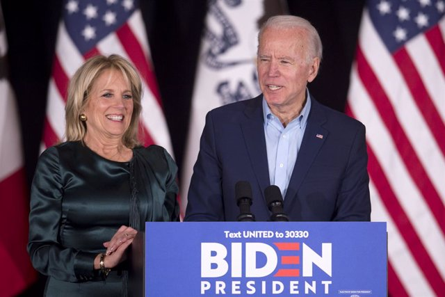 03 February 2020, US, Des Moines: Democratic presidential candidate and former USvice president Joe Biden (R) speaks next to his wife Jill Biden during a campaign event at Drake University. Photo: Brian Cahn/ZUMA Wire/dpa