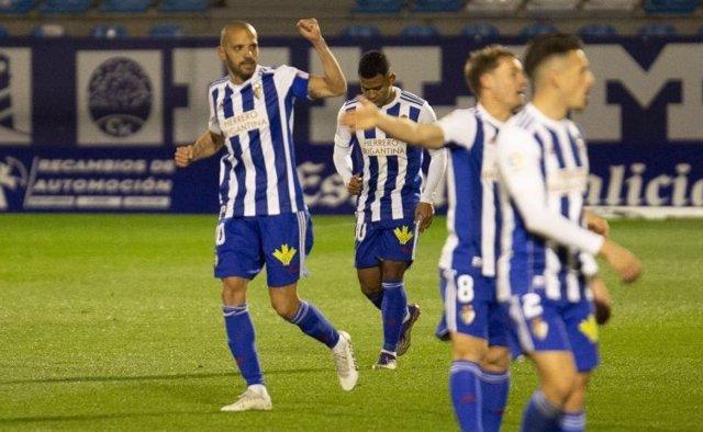 Yuri celebra el único tanto del partido frente al Real Oviedo