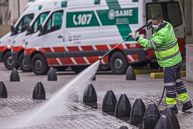 07 August 2020, Argentina, Buenos Aires: A worker disinfects the streets during the coronavirus pandemic. Photo: Roberto Almeida Aveledo/ZUMA Wire/dpa