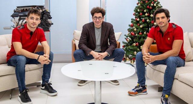 Charles Leclerc, Mattia Binotto y Carlos Sainz
