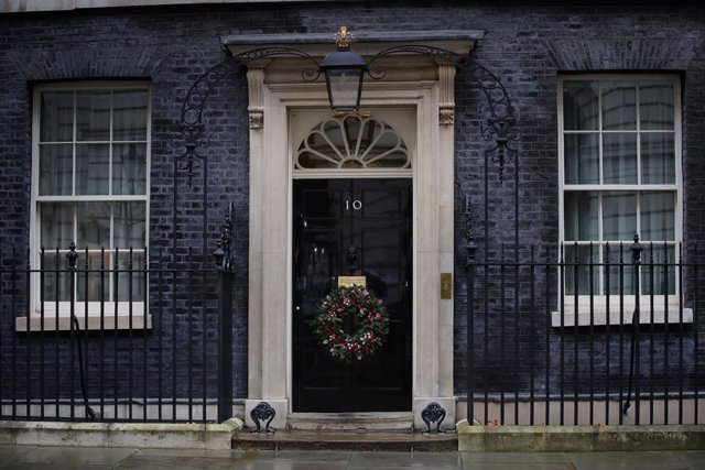 13 December 2020, England, London: A general view of the entrance of 10 Downing Street after European Commission President Ursula von der Leyen said in a brief statement that she and UK Primer Minister Boris Johnson had mandated negotiators to continue ta