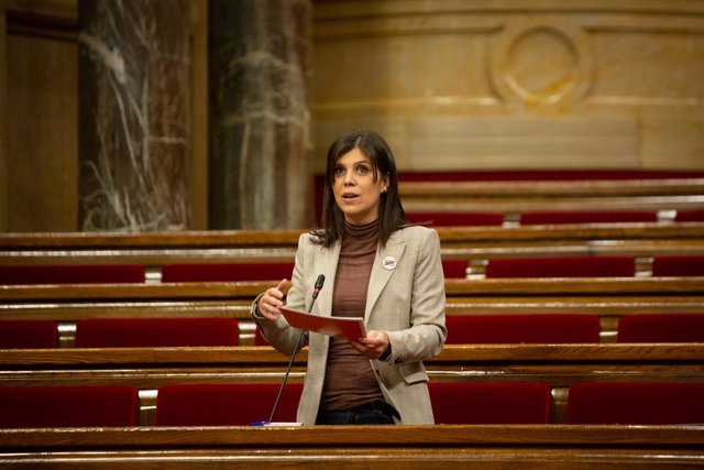 La secretària general adjunta i portaveu d'ERC, Marta Vilalta intervé durant una sessió plenària al Parlament de Catalunya, Barcelona, Catalunya.