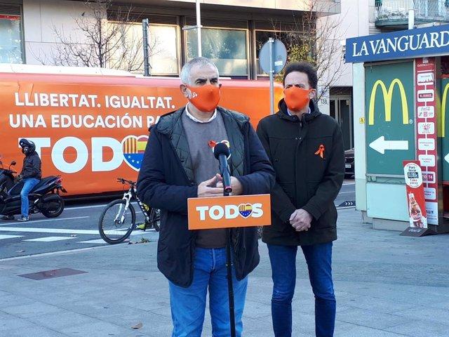 El líder de Cs a Catalunya, Carlos Carrizosa, i el portaveu de Cs al Congrés, Edmundo Bal, abans de participar en la manifestació de l'AEB contra la llei Celaá.