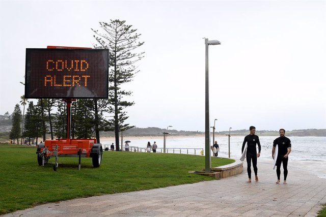 19 December 2020, Australia, Sydney: Public health messaging is seen on temporary signage at Dee Why on Sydney's northern beaches. Sydney's northern beaches will enter lockdown from Saturday evening as the coronavirus outbreak in the area grows to 40 case