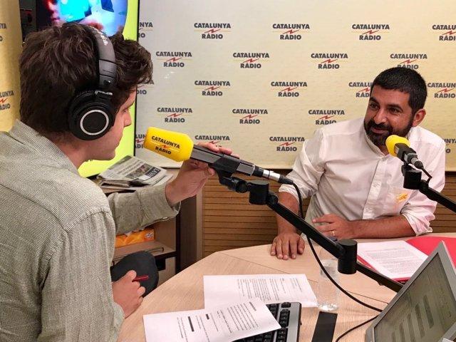 El conseller de Treball, Assumptes Socials i Famílies, Chakir   El Homrani, ha celebrat aquest diumenge l'augment de voluntaris en La Marató de Tv3 i Catalunya Ràdio.
