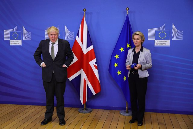 09 December 2020, Belgium, Brussels: UK Prime Minister Boris Johnson (L) and European Commission president Ursula von der Leyen pose for a picture ahead of their dinner meeting to discuss the Brexit issues. Photo: Aaron Chown/PA Wire/dpa