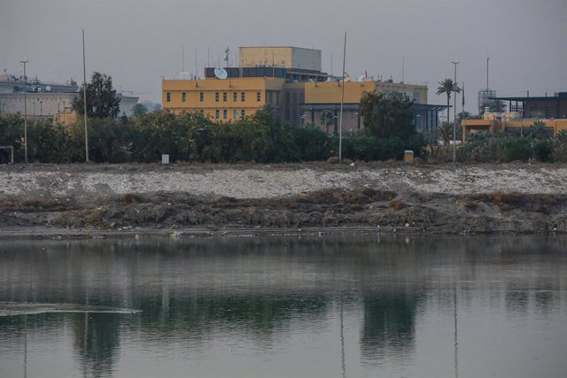 03 January 2020, Iraq, Baghdad: A general view of the USembassy compound on the banks of the Tigris River. A US airstrike in Baghdad killed on Friday Qassem Soleimani,the commander of the Iranian Revolutionary Guard's elite Quds Force, and Abu Mahdi al-