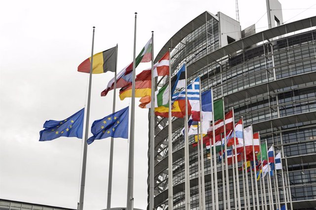 HANDOUT - 04 December 2020, France, Strasbourg: European national flags wave at half-mast in front of the European Parliament building as a tribute the late Former French President Valery Giscard D'Estaing. Photo: Michel Chriten/European Parliament/dpa -