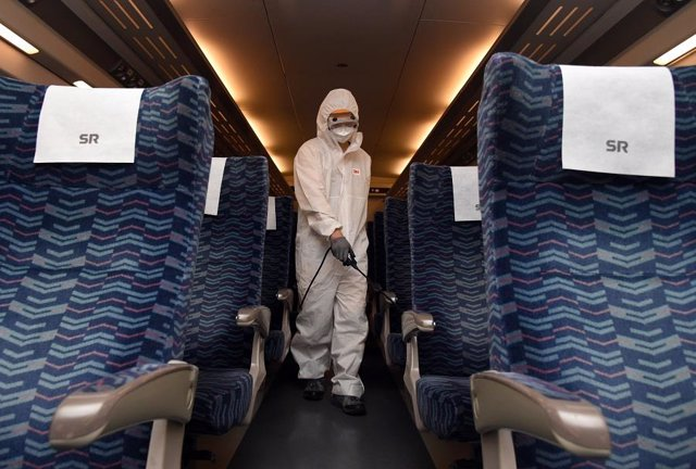 27 September 2020, South Korea, Seoul: A worker disinfects chairs inside a train of Super Rapid Train (SRT) to prevent the spread of the coronavirus (COVID-19) at a station in Seoul. Photo: -/YNA/dpa