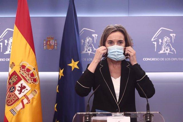La portavoz parlamentaria del PP, Cuca Gamarra en rueda de prensa en el Congreso de los Diputados durante la celebración de la Junta de Portavoces, en Madrid (España), a 15 de diciembre de 2020.