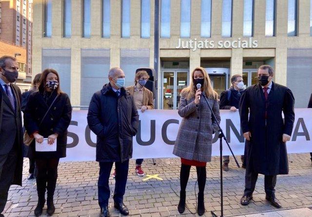 Protesta d'advocats laboralistes davant la Ciutat de la Justícia, convocats per la secció de Dret Laboral d'Icab. Barcelona, Catalunya (Espanya), 21 de desembre del 2020.
