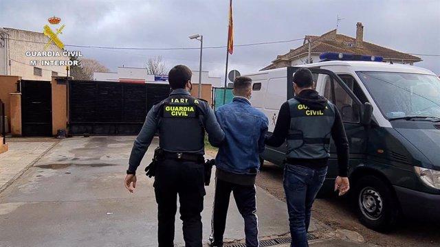 Desarticulen una xarxa criminal que va cometre més de 260 estafes amb la venda de mascaretes a 21 províncies