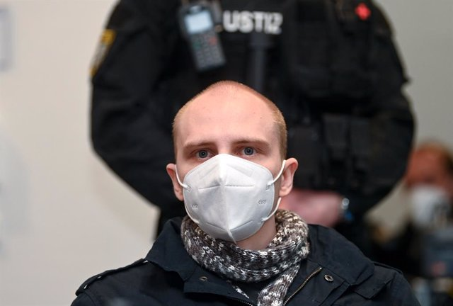 21 December 2020, Saxony-Anhalt, Magdeburg: The defendant Stephan Balliet sits in the hall of the Regional Court before the beginning of his trial over accusations of 13 criminal offences, including murder and attempted murder during the October 2019 Hall