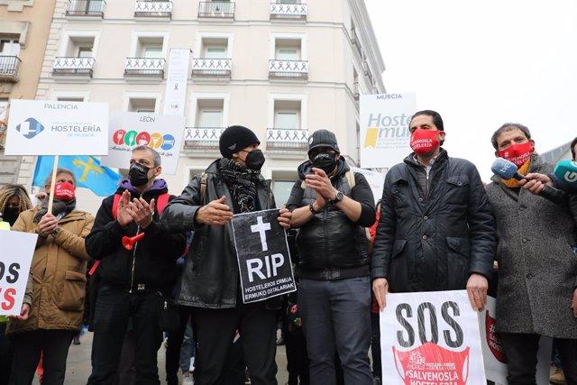 Diversos hostelers gallecs quan han arribat al Congrés. Madrid (Espanya), 21 de desembre del 2020.