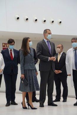 Los reyes de España Letizia y Felipe VI durante la inauguración del nuevo Hospital Universitario de Toledo, en Castilla-La Mancha (España), a 16 de noviembre de 2020. Se concluye hoy un proceso que comenzó hace 14 años, ya que fue en enero de 2006 cuando