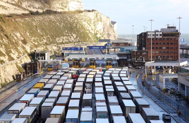 17 December 2020, England, Dover: Lorries queue to enter the Port of Dover in Kent as the clock ticks down on the chance for the UK to strike a deal before the end of the Brexit transition period on 31 December 2020. Photo: Gareth Fuller/PA Wire/dpa
