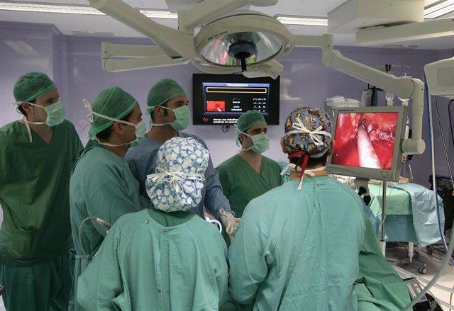 El uso de 'verde de indocianina' en la cirugía de cáncer de colon y recto reduce complicaciones por fugas en suturas